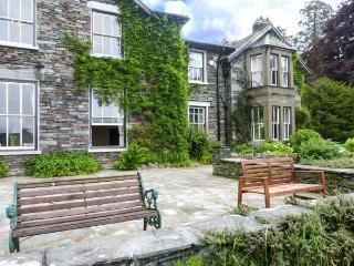 WHITE MOSS, WOOD CLOSE, ground floor apt., WiFi, pet-friendly, shared garden, nr Grasmere, Ref 920048