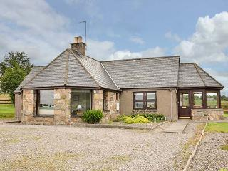 BOGAIRN, all ground floor, king-size bed, en-suite, off road parking, in Aberlour, Ref 925340