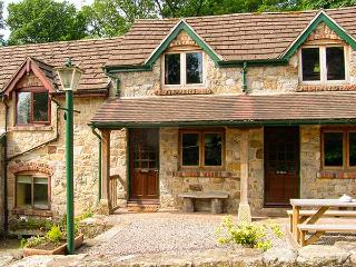 THE BING, WiFi, bike storage, wonderful walks nearby, terrace cottage near Llangollen, Ref. 906209
