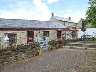SWIFT COTTAGE, pets welcome, WiFi, romantic rural retreat in East Taphouse, Ref. 926683