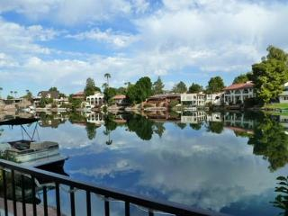 The Lakes in Tempe Waterfront Villa-private room