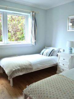 en suite twin bedroom- upgraded 2015