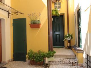 Aurora Domus d'A-mare Il meglio nel cuore di Pesaro... vicino alla stazione del treno e ospedale...