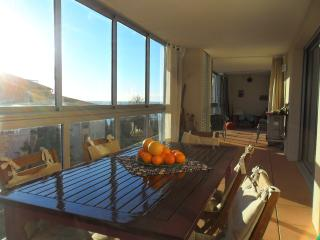 Stylish Large 2 Bed Apart in the Heights of Sete, Sète