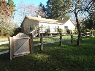 Seawoods Farmhouse 2.5 Bdrm home on 5 acres,short walk to Patricks Point Park