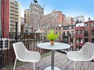 Luxury One Bedroom with Private Balcony, New York City