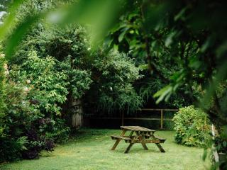 Lovely garden with picnic bench and barbecue