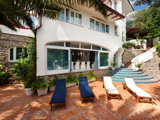 Tastefully furnished VILLA ARIADNE with dazzling sea view, Jacuzzi and pool