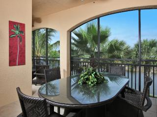 LUXURY 3 BED 3 BATH+DEN COACH HOME, Naples