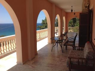 Panoramic Sea View 3 bedroom Aprtm near beach for 4 - 10 p