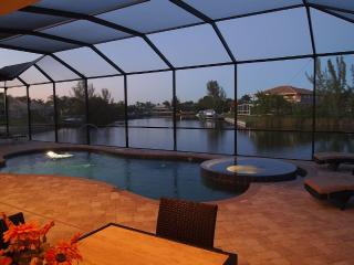 Villa Rosalinda, Waterfront, Pool, Great Views, Cape Coral