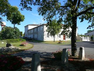 Gîte Saint-Roch, jardin, piscine couverte, Tournecoupe