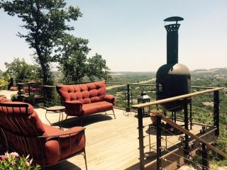 A San Antonio getaway on top of the hill