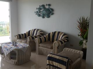 VIP Aparment 140 sqm  Comfort Living Area with Amazing Ocean and Green Mountains View Balcony