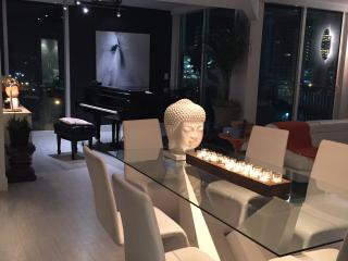 Luxurious grand piano apartment in great location, Miami