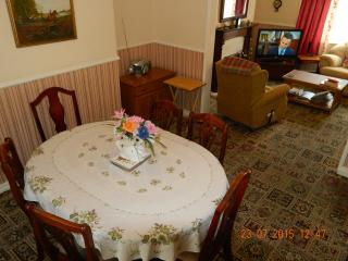 Dining Room / Table & six chairs / Radio CD player