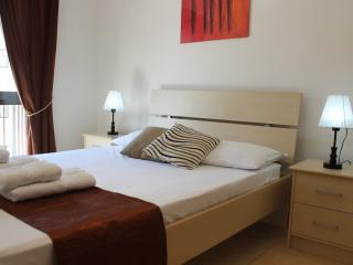 Great Apartment, 8min walk from sea!