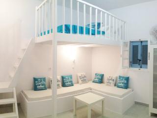 New Beach House~Seafront~Loft Bed, Paros