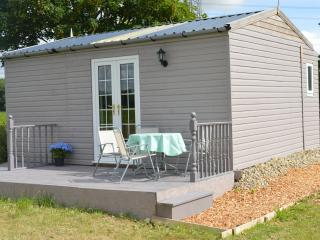 Elizabeth's Glamping Lodge with external bathroom, Stamford Bridge