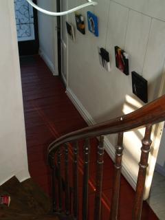 L'entrée vue de l'escalier
