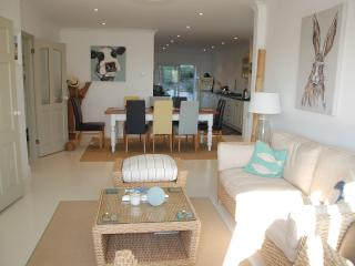 4 bed spacious house in a quiet corner of Padstow