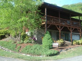 BIKERS, FLAT PAVED PARKING, GARAGE, PET FRIENDLY, Maggie Valley