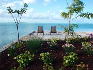 MeltAway Cottage/Beautiful Oceanside Setting, George Town