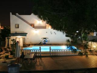 Villa -privat Pool-4 Bedrooms-7 Sleep, free WIFI, San Miguel de Salinas