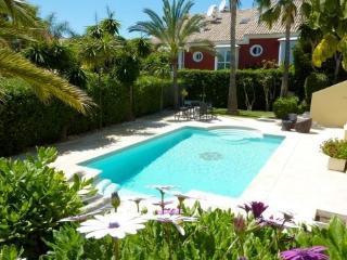 Beachside Villa with private pool, 9 pax, Marbella