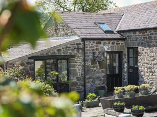 Bron y Felin Cottage. Cottage by the sea perfect for friends and families.