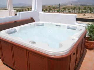 2 Bed Apartment with Large Private Jacuzzi Hot Tub, Alhama de Murcia