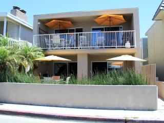 OceanView 30 Seconds to Beach/Dining!  Garage/ 4 Bikes/Patio/BBQ/WiFi/Washer GEM