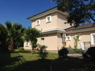 Spacious, well kept tropical garden surrounds villa Kapla