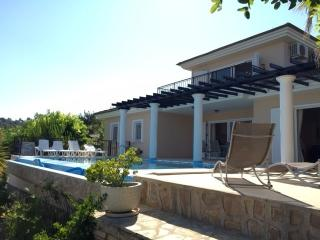 Villa Kapla, 8p. family getaway near Kusadasi with private pool