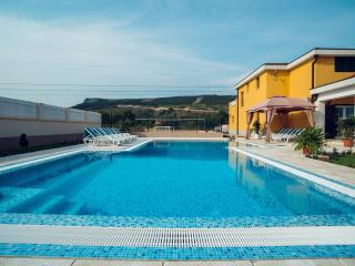 Secluded, luxury, 65m2 large pool with shallow children area and hydro massage system