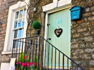 1 Half Moon Cottage, Reeth, Yorkshire dales, real fire, views, dog friendly !
