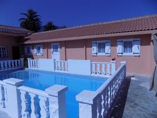 Villa con piscina y jardín (casa 2), Tenerife