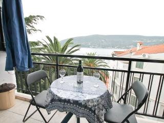 2 bedrooms in Old Town near the sea