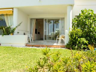 Lovely 2 bed apartment with garden, Mijas