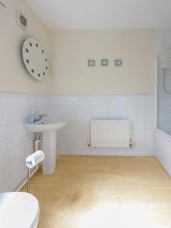 Spacious en suite bathroom, with shower and bath