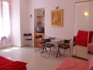 Charming apartment comfortable 5 minutes to beach!, Nice