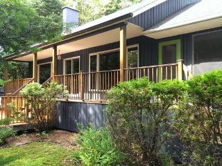 Charming waterfront chalet - whisper quiet!, Mont Tremblant