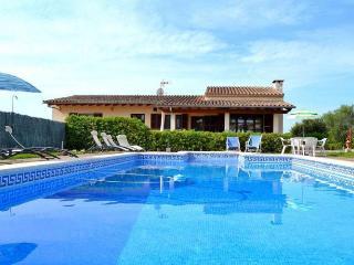 129 Villa in a very quiet location, great garden, Muro