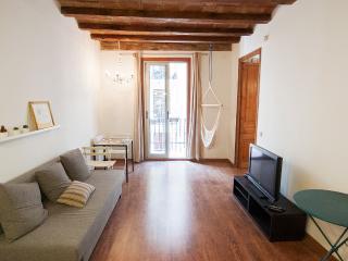Design 2 bdr Apartment in Poblesec, Barcelona