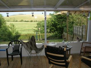 Lovely Apartment with country view, garden and spa, Brading