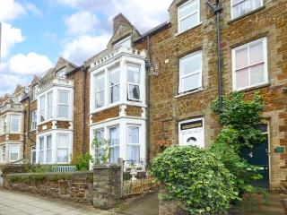 WESTGATE RETREAT, first floor apartment, off road parking, close to beach, in Hunstanton Ref 921098