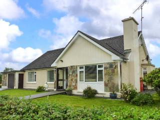 EILEEN'S, all ground floor, lawned gardens, pet-friendly, nr Aughavas, Ref