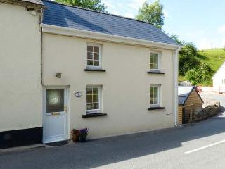 COSY COTTAGE, pet-friendly cottage, off road parking, open plan living, romantic cottage near Saint Clears, Ref. 927358, St Clears