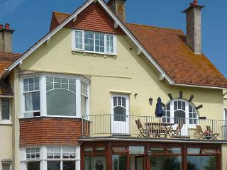 KITTIWAKE, first floor apartment, sea views, balconies, open plan living in Mine
