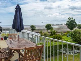 KITTIWAKE, first floor apartment, sea views, balconies, open plan living in Minehead Ref 926981